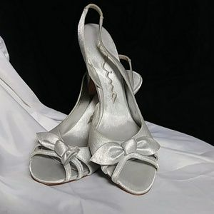 Nina open toe heel shoes size 7m silver color